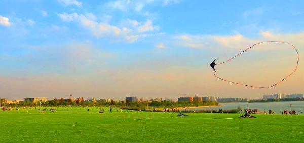 西邻拖龙山,南临迎宾大道,东及东南方向为徐州市新城主导发展区.